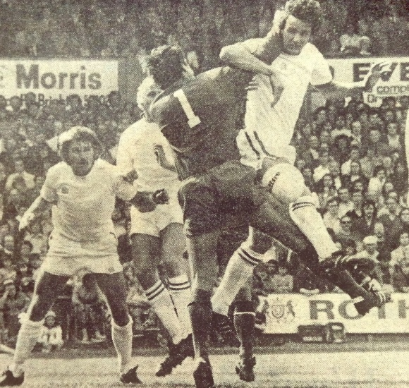 Crystal Palace goalkeeper Paul Hammond misses his punch and the ball runs down between him and Albion's Andy Rollings as Fred Binney and Ricky Marlowe move in following a corner at the Goldstone.